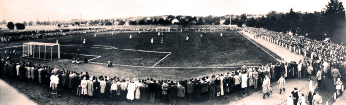 Einweihung des neuen Werre-Stadions. (Februar 1956)
