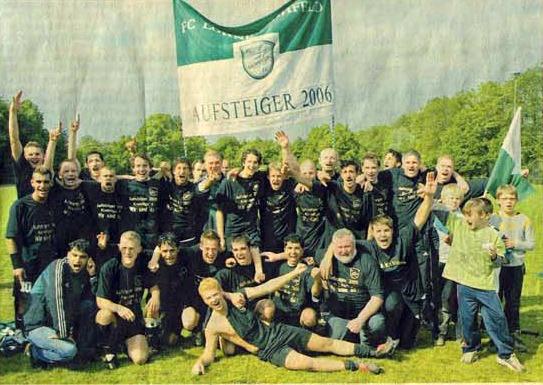 In Gohfeld spritzt der Sekt. Leider ist das A-Liga Glück nicht von Dauer. (Sommer 2006)
